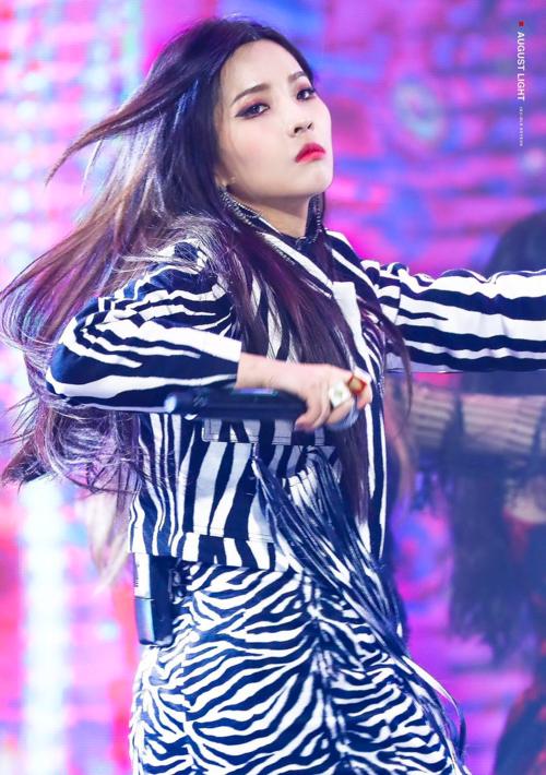 Bên cạnh đó, cô còn được chú ý bởi tài năng sáng tác.So Yeon được dự đoán sẽ trở thành một producer chuyên nghiệptrong tương lai