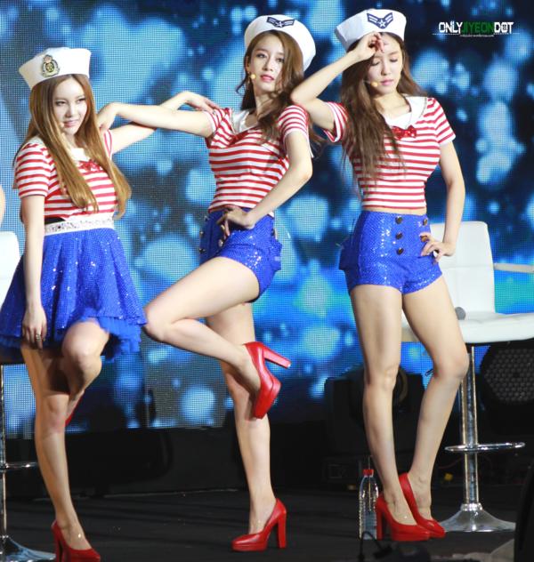 Girlgroup đình đám một thời T-ara cũng có bộ ba thành viên xinh đẹp: Qri - Ji Yeon - Hyo Min. Trong ba người, danh tiếng của Qri vẫn mờ nhạt hơnHyo Min và Ji Yeon dù cô có cả ngoại hình lẫn tài năng.