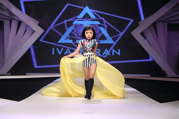 Khánh An là gương mặt mẫu nhí quen thuộc trên sàn catwalk.