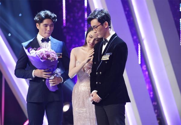 Hương Giang bối rối với các trai đẹp tại show hẹn hò.