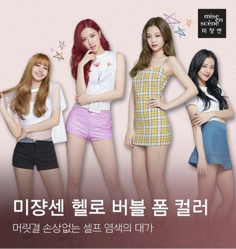 Jennie và Rosé được ưu ái đứng giữa hơn Ji Soo và Lisa.