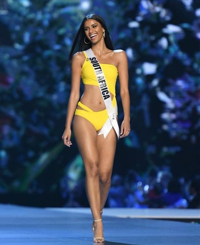 <p> Cô cao 1,76 m cùng số đo 3 vòng là 82-64-93.Trước khi trở thành Á hậu 1 Miss Universe, Tamaryn từng là hoa hậu của rất nhiều cuộc thi như Miss Universe Nam Phi, Hoa hậu Immanuel, Hoa hậu New Orleans, Hoa hậu Rochester và Hoa hậu Funky Buddha.</p>