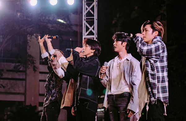 Nhóm nhạc Uni5.