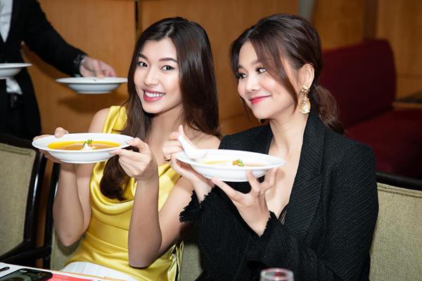 Đồng Ánh Quỳnh nhí nhảnh bên Thanh Hằng khi đi ăn cùng nhau.