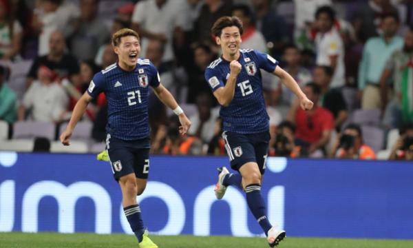 Nhật Bản giành vé chơi trận chung kết sau khi đè bẹp Iran.
