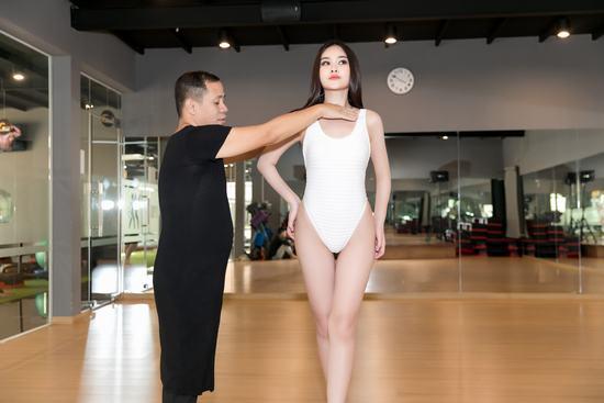 Ngân Anh từng được Anjo Santos đào tạo catwalk.