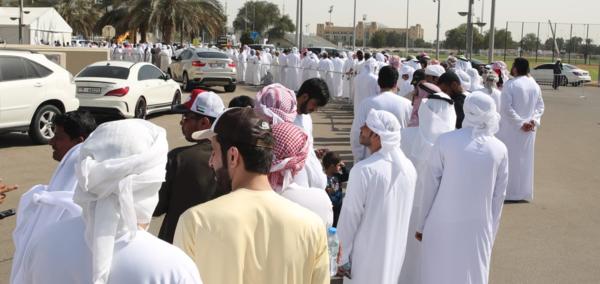 Người hâm mộ UAE xếp hàng nhận vé miễn phí.