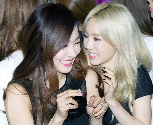 Đôi bạn thân Tae Yeon - Tiffany bị nhiều fan ghép thành người yêu.