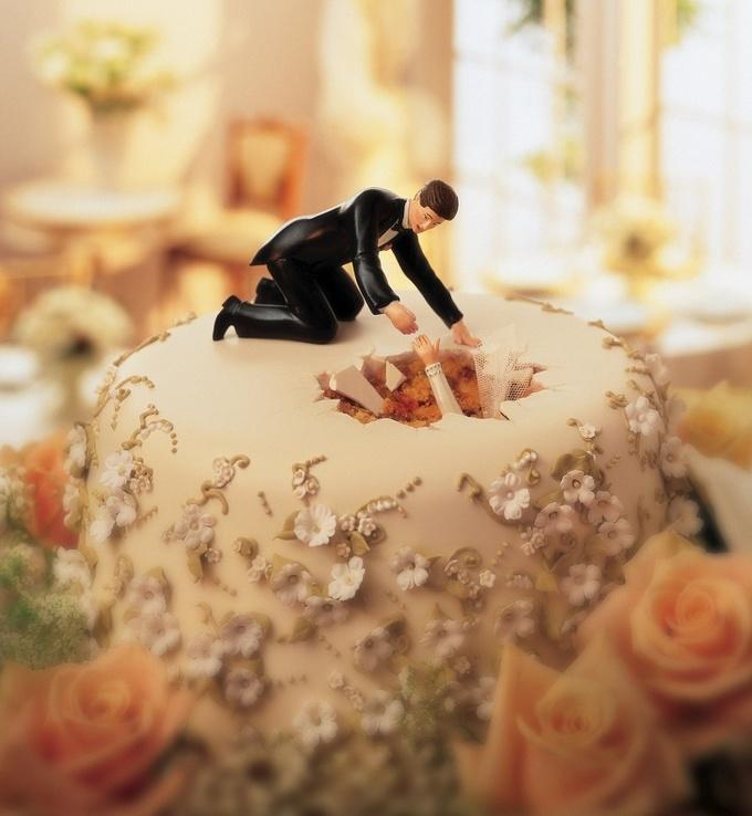 <p> Nhiều cặp đôi sẽ phải phì cười với chiếc bánh cưới có ý tưởng rất ngộ nghĩnh này.</p>