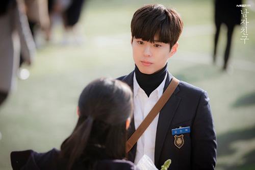 7 diễn viên Hàn gây xao xuyến với bộ đồng phục dù đã quá tuổi - 8