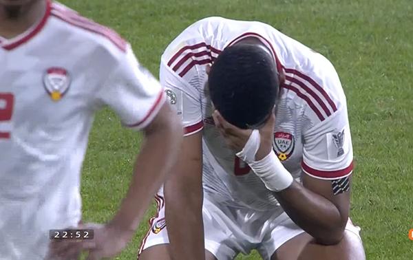 Sau tiếng còi kết thúc trận đấu giữa Qatar - UAE cũng là