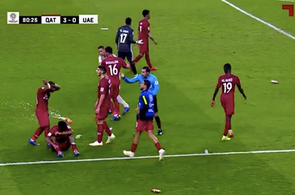 Còn về phía CĐV, nhiều người bày tỏ sự tức giận trước màn thể hiện của các cầu thủ UAE.