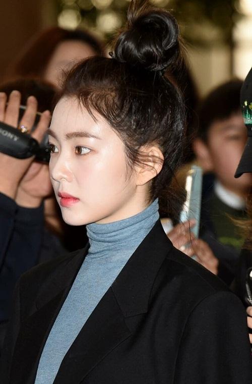 Trên Naver, netizen có phản ứng tích cực về sự xuất hiện mới nhất của Irene. Nhiều fan khen ngợi nhan sắc đỉnh cao của cô nàng. Ngay cả khi búi vội mái tóc rối tạm bợ, Irene trông vẫn vô cùng tỏa sáng.