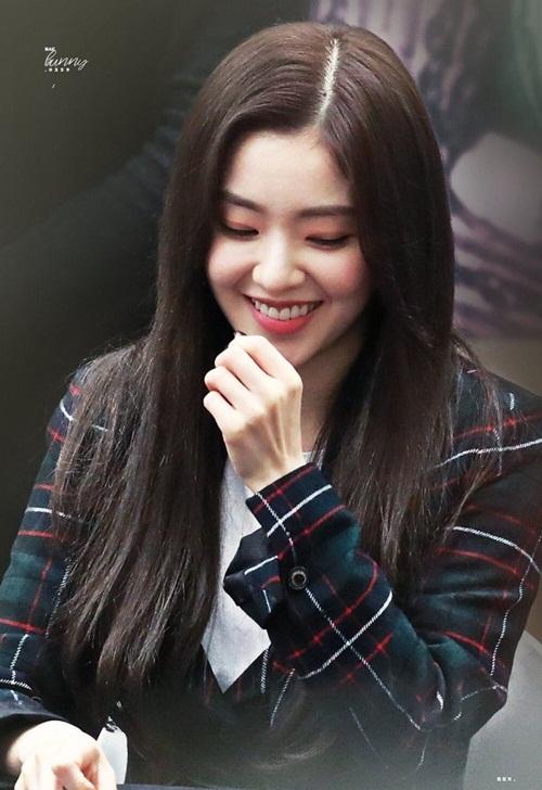 Năm 2018, Irene từng được giới sao nam Kbiz bình chọn danh hiệu Nữ thần tượng xinh đẹp nhất trong ngành công nghiệp giải trí Hàn Quốc.