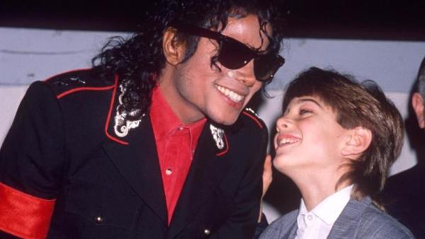 Michael Jackson và Jimmy Safechuck đã từng có thời gian gắn bó trong nhiều hoạt động biểu diễn.