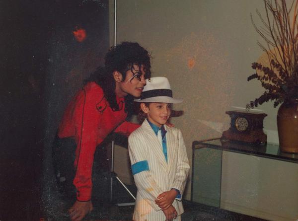 Ảnh của Wade Robson chụp cùng Michael Jackson khi Wade còn nhỏ.