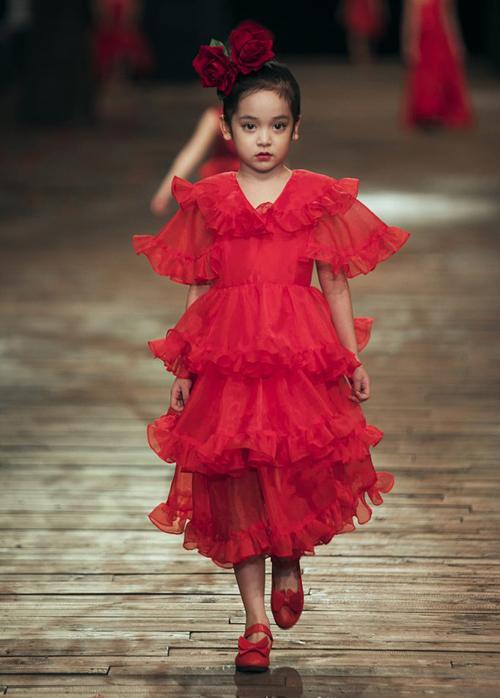 Nhiều người khen ngợi tiểu mỹ nhânrất có dáng của một hoa hậu tương lai.