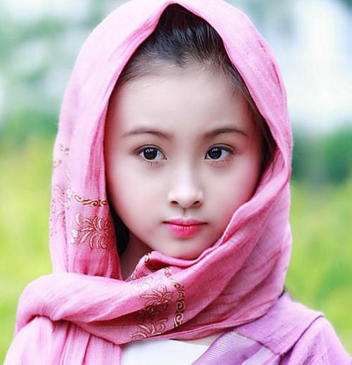 Đào Ngọc Bảo Hân sinh năm 2006, đến từ Hà Nội.Cô bé xinh xắn này đi diễn khá sớm khi mới 3 tuổi và tham gia rất nhiều bộ phim, show diễn thời trang cũng như các cuộc thi tài năng nhí.