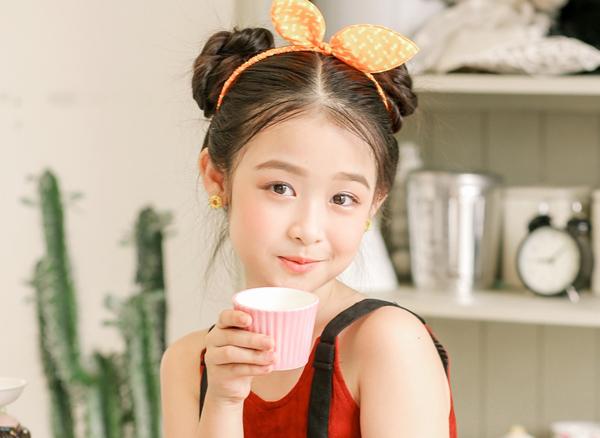 Kinh nghiệm tham gia các chương trình truyền hình từ bé giúp Bảo Ngọc có biểu cảm, diễn xuất tốt trước ống kính. Cô nhóc còn lấn sân làm diễn viên trong một số bộ phim truyền hình.