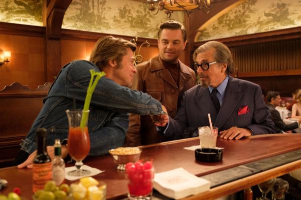 Brad Pitt và Leonardo Dicaprio hai nam tài tử lần đầu tiên xuất hiện trong cùng một phim.