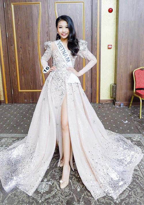 Ngọc Lan Vy được khán giả biết đến khi đăng quang Little Miss Universe 2018(Hoa hậu Hoàn vũ nhí). Mới 13 tuổi nhưng Lan Vy đã cao đến 1,72 m, có khả năng tạo dáng, thần thái không kém những hoa hậu đàn chị.