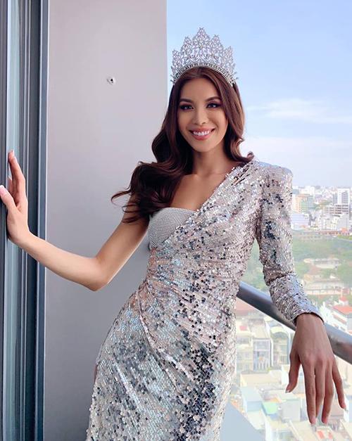 Minh Tú đội vương miện Miss Supranational Asia khoe vẻ đẹp đúng chuẩn hoa hậu.