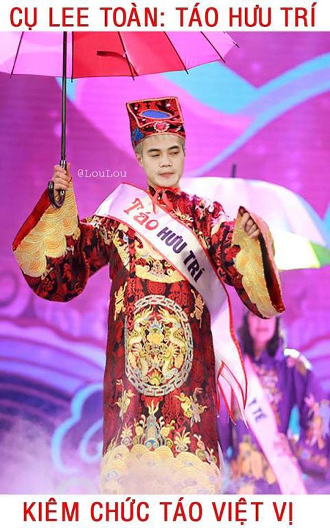 """<p> """"Ông già"""" tóc bạch kim được chọn mặt gửi vàng với vai Táo Hưu trí. Ngoài ra, anh chàng thường xuyên bị thổi việt vị nên Táo Việt vị hẳn là danh hiệu dành cho Văn Toàn.</p>"""