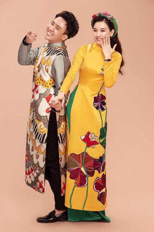 Hai vợ chồng Trấn Thành - Hari Won diện áo dài chụp ảnh đón Xuân.
