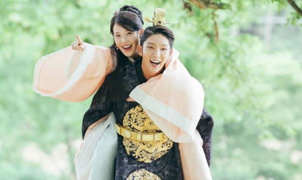 Những cặp đôi chênh nhau 12 tuổi trên phim Hàn - 3