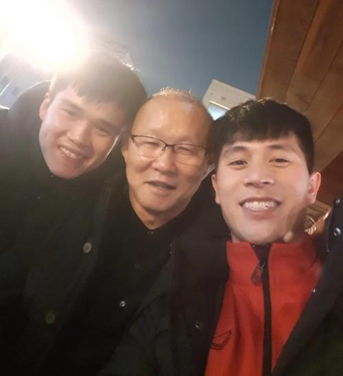 Lục Xuân Hưng gọi thầy Park Papa đầy thân thương.