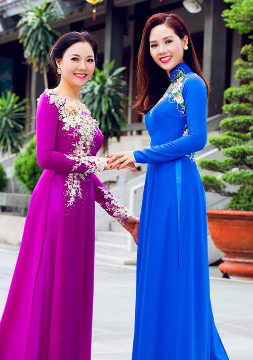 bà Oanh  mẹ của Hoa hậu Mai Phương từng là diễn viên múa. Mai Phương thừa kế khuôn mặt tròn phúc hậu và nụ cười tỏa nắng từ mẹ.