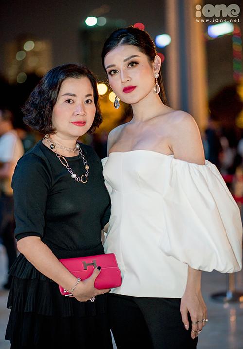 Bà Lan Phương đã ngoài 40 nhưng vẫn giữ được thần thái tươi tắn.