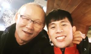 Về Hàn ăn Tết, thầy Park đến thăm Đình Trọng