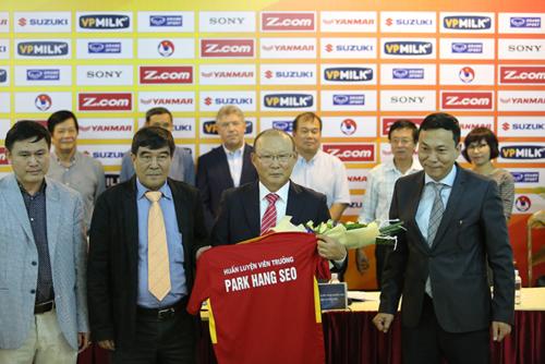 HLV Park kí hợp đồng với VFF.