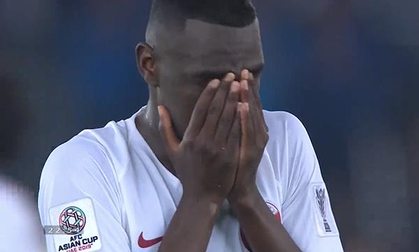 Nhiều cầu thủ không giấu được sự xúc động, bật khóc ngon lành