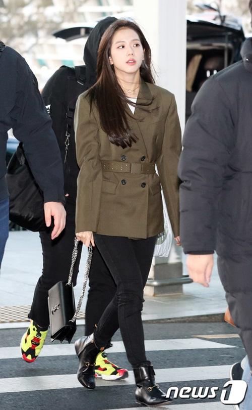 Ji Soo luôn xinh đẹp dù không make up đậm