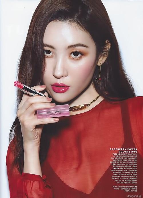 Sun Mi xuất hiện trên tạp chí Allure số tháng 1 để quảng cáo cho những sản phẩm mới nhất của dòng son dưỡng Dior Lip Glow.