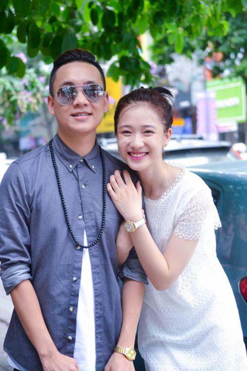 Năm 2013, Trâm Anh bất ngờ nổi tiếng khi vô tình lọt vào ống kính máy ảnh tại lễ bế giảng trường THPT Phan Đình Phùng (Hà Nội). Cô là hot girl cùng thời với Quỳnh Anh Shyn, An Japan, Mẫn Tiên, Sa Lim.Trâm Anh - JustaTee quen nhau từ thời còn là cặp hot teen Hà thành đình đám. Cặp đôi chính thức xác nhận mối quan hệ từ năm 2013 và có chuyện tình ngọt ngào 5 năm trước khi quyết định về chung một nhà vào tháng 3/2017.