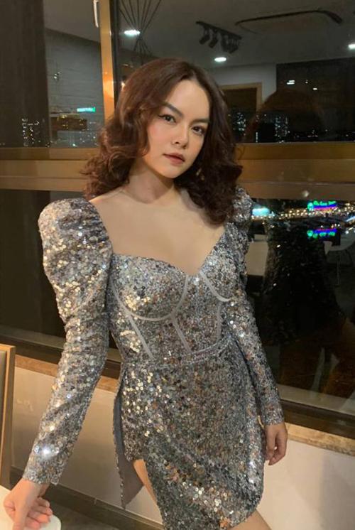 Phạm Quỳnh Anh đăng ảnh tươi tắn trong show diễn cuối cùng của năm.