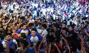 12.000 fan Philippines vây kín H'Hen Niê