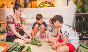 Hoa hậu Hà Kiều Anh cùng các con gói bánh chưng trong biệt thự 450m2