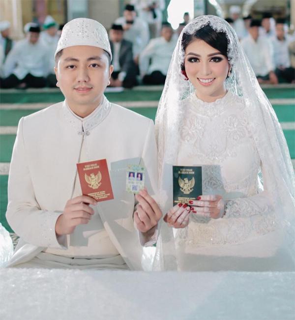 Lễ cưới được tổ chức tại nhà thờ Hồi giáo Medan.