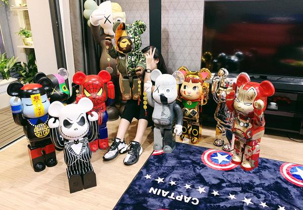 Không hẹn mà gặp, Huyền My cũng khoe bộ sưu tập gấu đồ chơi hoành tráng không kém, đáng giá cả gia tài.