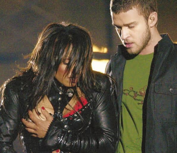 Janet Jackson hớ hênh ở sự kiện lớn nhất nước Mỹ.