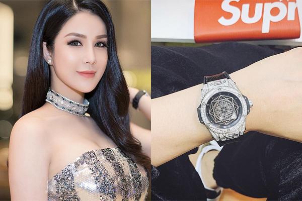 Đồng hồ tròm trèm tiền tỷ được Diệp Lâm Anh bổ sung vào bộ sưu tập những ngày cận Tết, chứng minh mức độ chịu chơi của bà mẹ một con.