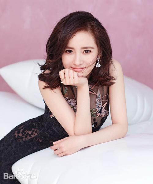 Vài năm gần đây Dương Mịch luôn là ngôi sao có lượng follower hàng đầu mạng   xã hội Trung Quốc. Cô nổi tiếng nhờ bộ phim Cung tỏa tâm ngọc (2011), gây   sốt với Tam sinh tam thế - Thập lý đào hoa (2017). Hầu hết phim có Dương   Mịch đóng đều thu hút đông người xem.