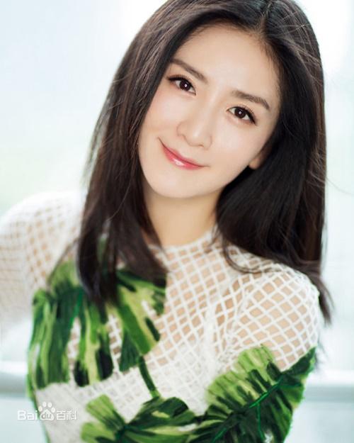Tạ Na là ngôi sao đầu tiên đột phá 100 triệu follower trên Weibo. Tạ Na mở tài   khoản và đăng status đầu tiên vào tháng 9/2009, 9 năm sau, vào ngày   8/4/2018, cô đã trở thành người đông fan nhất mạng xã hội này.