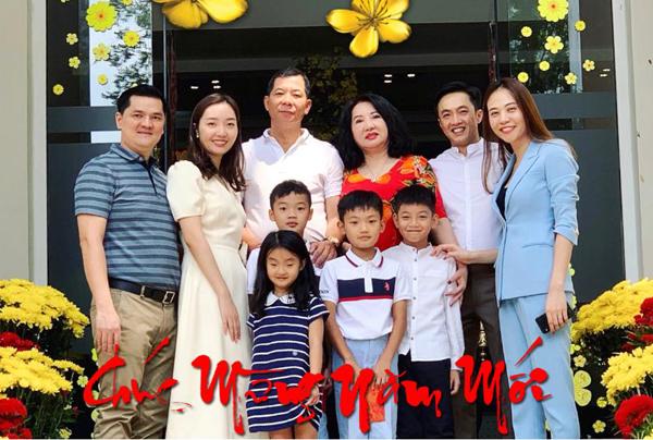 Đàm Thu Trang đón Tết năm đầu tiên cùng gia đình nhà chồng Cường Đô la.