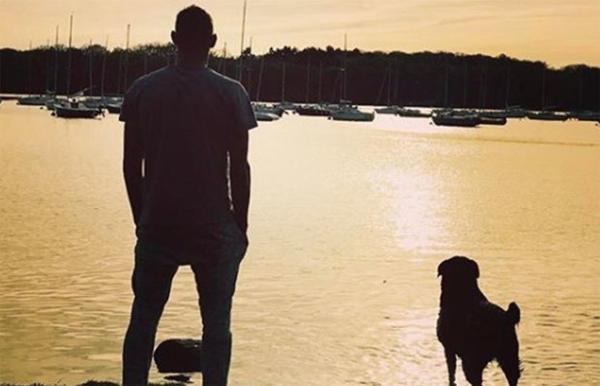 Sala trước đó thường xuyên chia sẻ hình ảnh với cún cưng trên trang cá nhân.