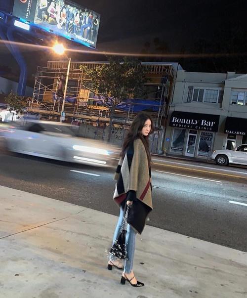 Hyo Min khoe style sành điệu, phong thái cool ngầu trên phố.